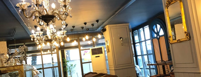 Fiyonk Bakery & Cafe is one of Tempat yang Disukai Serpil.