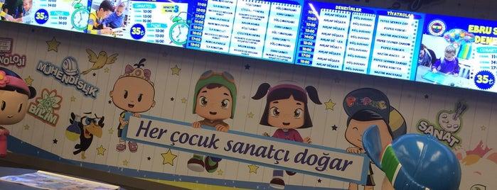 Fenerium Maraton Mağaza Düşyeri Cafe is one of Tempat yang Disukai Serpil.