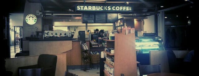 Starbucks is one of Wayne 님이 좋아한 장소.