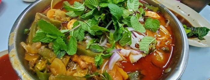 Perak Lane Fish Head / Seafood Porridge is one of Charlie'nin Kaydettiği Mekanlar.