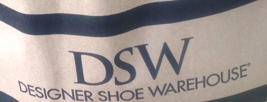 DSW Designer Shoe Warehouse is one of Lugares favoritos de Anthony & Katie.