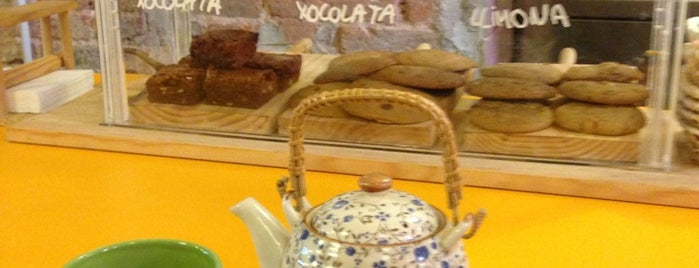Babèlia Books & Coffee is one of Breakfast and nice cafes in Barcelona.