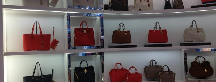 Michael Kors is one of Poonamさんのお気に入りスポット.
