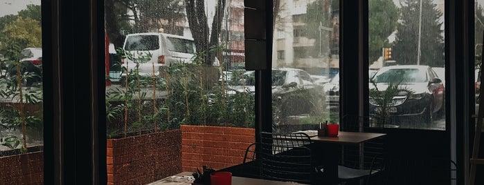 No9_Coffee_House is one of Lugares favoritos de Adilos.