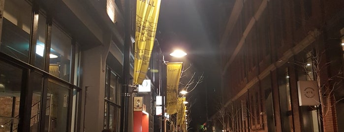 Kensington Street Social is one of Alexさんのお気に入りスポット.