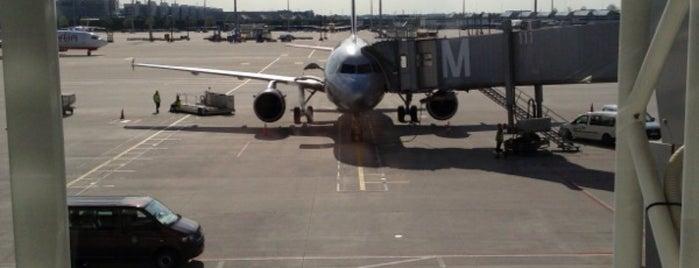 Aeroflot Flight SU 2327 is one of Фигаро.