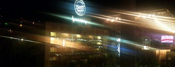 Beer Box Beer Garden is one of Tempat yang Disukai Andrew.