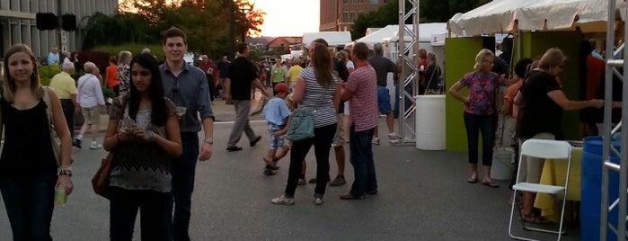 St Louis Art Fair is one of Lieux sauvegardés par Steve.