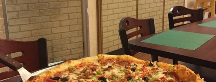 A Little Pizza Heaven is one of Lugares guardados de Patrice M.