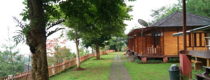 Kastuba Resort And Dining is one of Bandung.