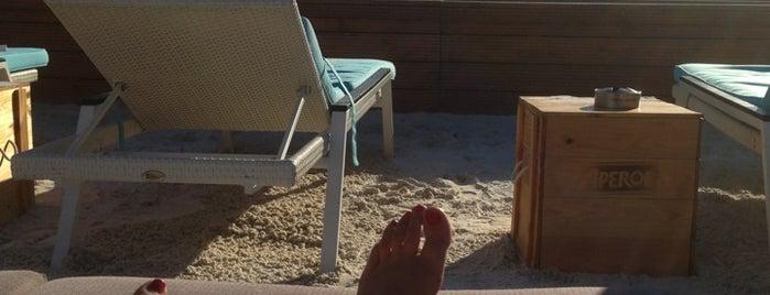 Sky & Sand Beachclub is one of Locais salvos de marnie.