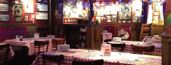 Buca di Beppo is one of Fave Burque Stuff.