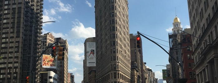 Flatiron Building is one of Locais salvos de Carolina.