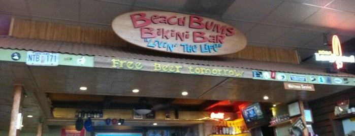 Beach Bums Bar And Grill is one of Lugares favoritos de Michelle.
