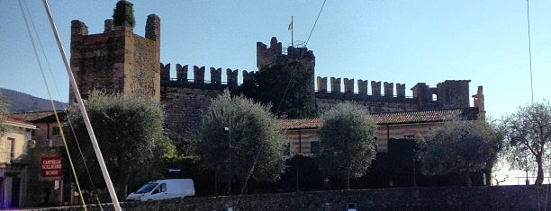Porto di Torri del Benaco is one of Manuela 님이 좋아한 장소.