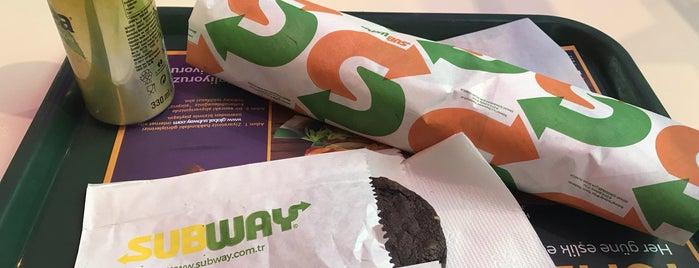 Subway is one of Locais curtidos por Taha Onder.