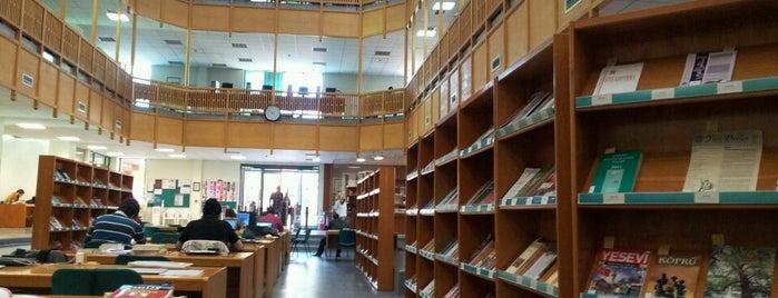 İslam Arastırmaları Merkezi (İSAM) Kütüphanesi is one of Tempat yang Disukai Ahmet.
