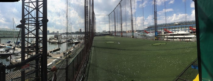 The Golf Club at Chelsea Piers is one of Orte, die Chao gefallen.