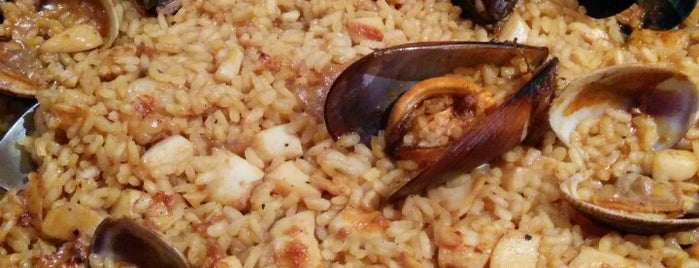 La Paella de Reina is one of Pelo mundo.