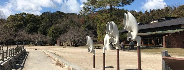 ウサギの耳の形をした360度回転型集音器 is one of ZN'ın Beğendiği Mekanlar.