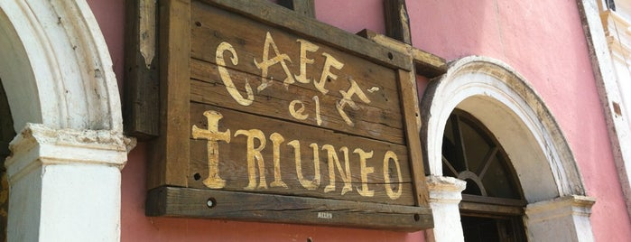 Caffe El Triunfo is one of Lugares favoritos de Yaz.