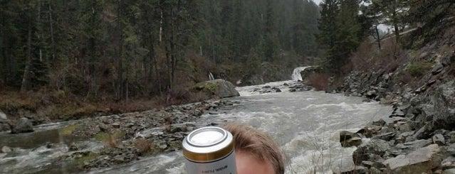 Salmon River is one of Orte, die Nate gefallen.