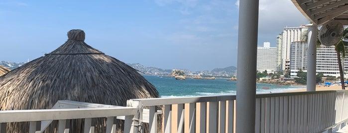 Bar Hotel El Cano is one of สถานที่ที่ Pau ถูกใจ.