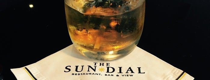 Sun Dial Restaurant, Bar & View is one of Locais curtidos por Tyler.