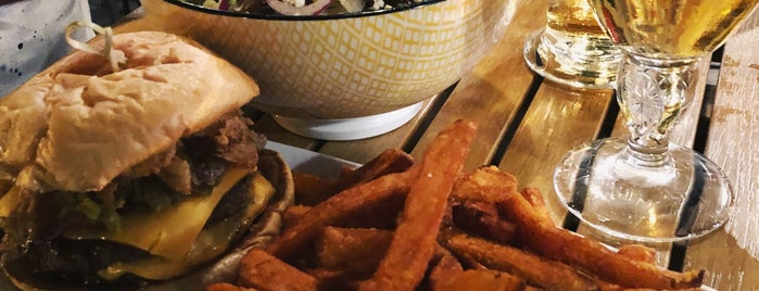 Jack Astor's Bar & Grill is one of Mange avec moi.