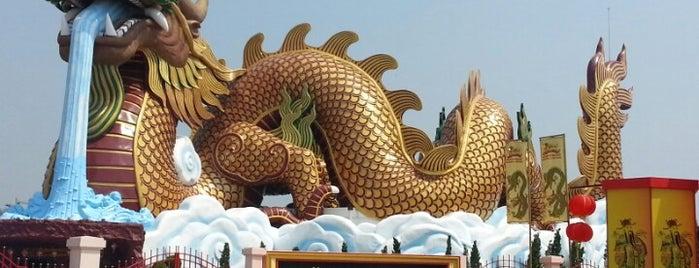 พิพิธภัณฑ์ลูกหลานพันธุ์มังกร (Dragon Descendants Museum) อุทยานมังกรสวรรค์ is one of Posti che sono piaciuti a Yodpha.