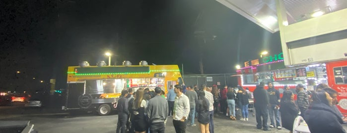 Leo's Taco Truck is one of สถานที่ที่บันทึกไว้ของ Jose.