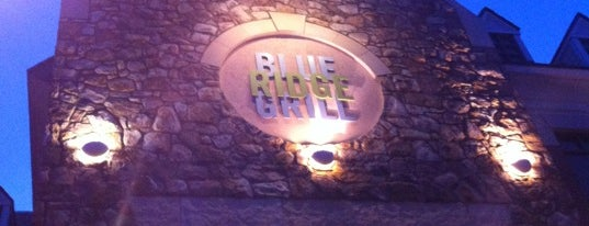 Blue Ridge Grill is one of Locais salvos de Fatma.