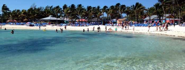 Coco Cay Beach is one of Lugares favoritos de Mayte.