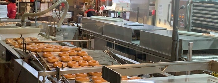 Krispy Kreme Doughnuts is one of Orte, die ع ـبدالعزيز gefallen.