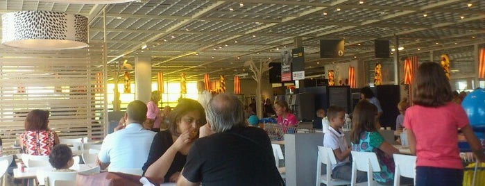 IKEA Restaurant & Café is one of Léonard 님이 좋아한 장소.