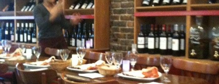 Aux Vignobles Du Plaisir is one of Restaurant.