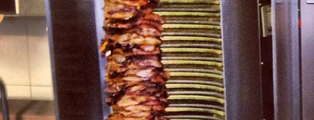 Louis Meat Market is one of Lugares favoritos de Kaz.