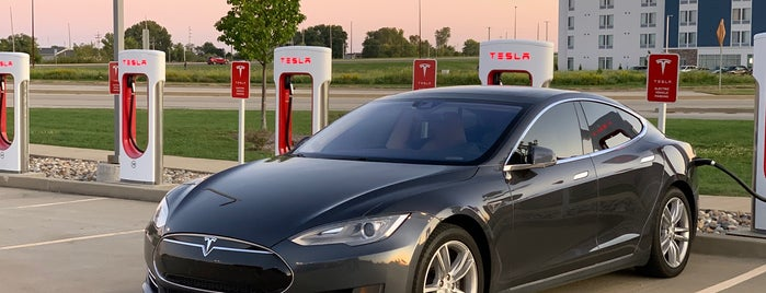 Tesla Supercharger Springfield is one of Kouros 님이 좋아한 장소.