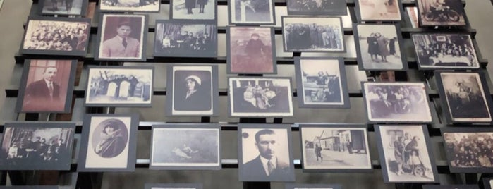 Holocaust Memorial Museum Shop is one of Trip To Washington DC.