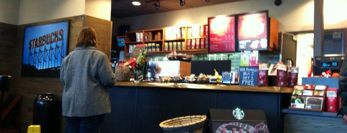 Starbucks is one of Haluk 님이 좋아한 장소.