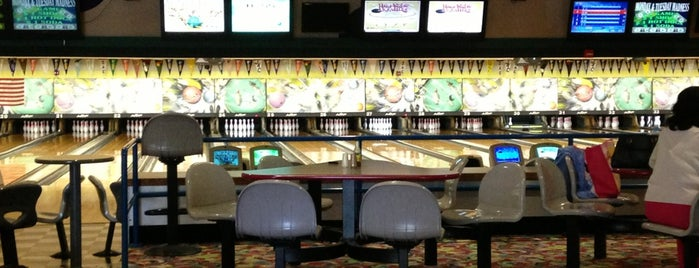 Admiral Robinson Bowling Center is one of Erykaさんのお気に入りスポット.