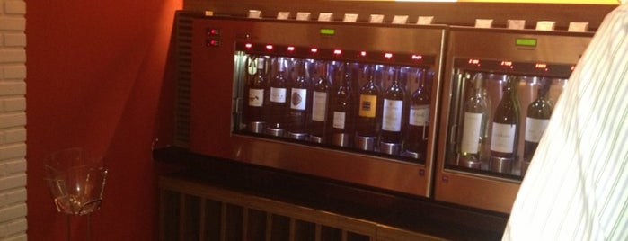 D'Vinos - Wine Store is one of Posti salvati di George.