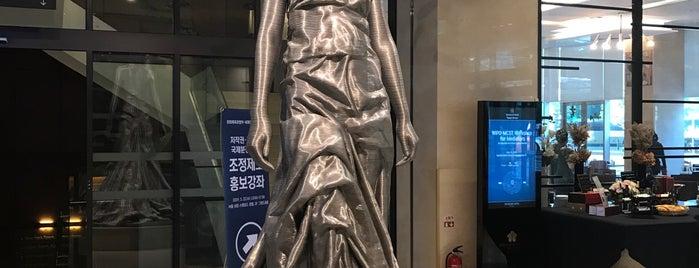 스탠포드호텔 is one of Seunghyun 님이 좋아한 장소.