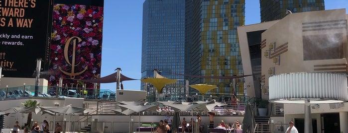 The Cosmopolitan of Las Vegas is one of สถานที่ที่ Ayşem ถูกใจ.