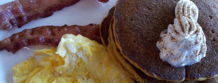 Perkins Restaurant & Bakery is one of Lugares favoritos de Bob.