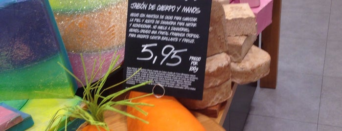 LUSH is one of Orte, die Claudia gefallen.