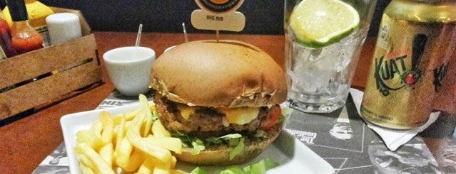 Tico's Burger is one of Tempat yang Disukai Heloisa.