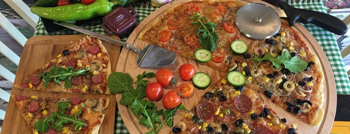 Pizza Lab & Sandwich is one of Eve Yakın.