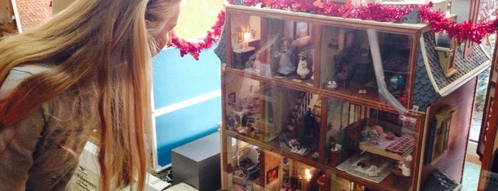 The Toy Box Dollhouses & Miniatures is one of SE.