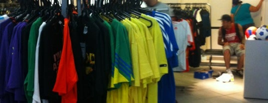 Adidas Outlet is one of Lugares favoritos de Gabi.